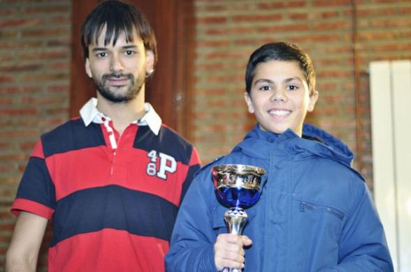 Alex Escudero, mejor tercer tablero, entrega Harkaitz Collado